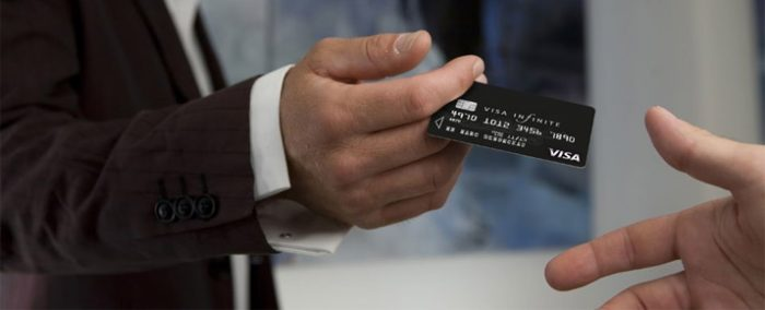 Carte Visa Infinite gratuite : est-ce possible ?