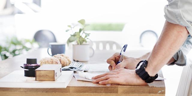 Suivre un modèle de lettre d'attestation pour un prêt d'argent entre particuliers